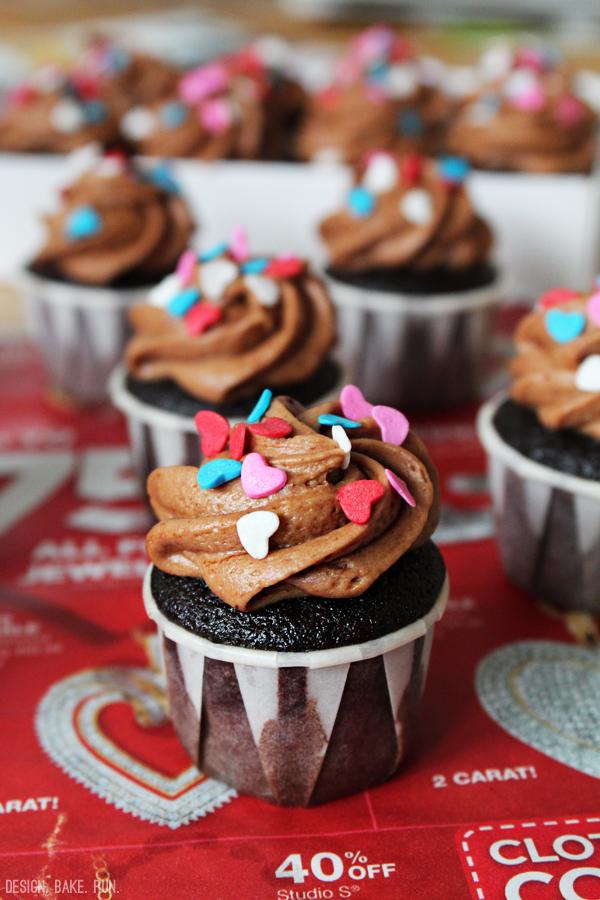 Mini Chocolate-Cinnamon Cupcakes with Mocha Buttercream Frosting via design. bake. run.